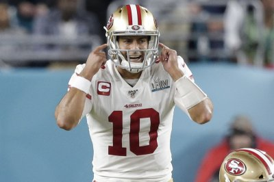 49ers players back QB Jimmy Garoppolo amid Tom Brady rumors