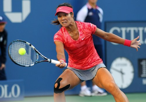 Li, Peng gain semifinal spots at Shenzhen Open