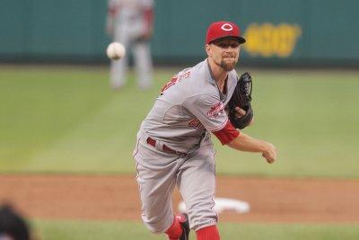 Mike Leake dominates as Cincinnati Reds shut out St. Louis Cardinals