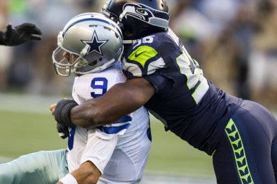 Dallas Cowboys QB Tony Romo fine after leaving Seatlle Seahawks game with back tightness