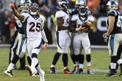 Denver Broncos reportedly exercise option on Chris Harris Jr.