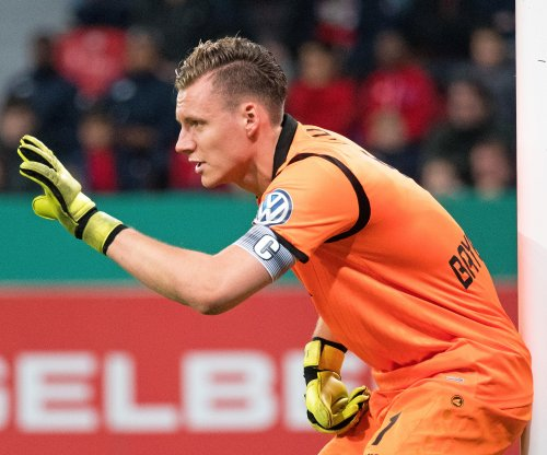 Arsenal signs Bayer Leverkusen keeper Bernd Leno
