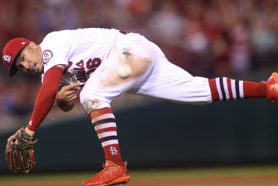 St. Louis Cardinals close in on Milwaukee Brewers in wild-card race