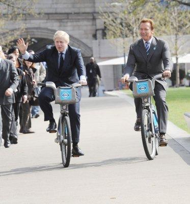 Johnson, cyclist-mayor, annoys cyclists