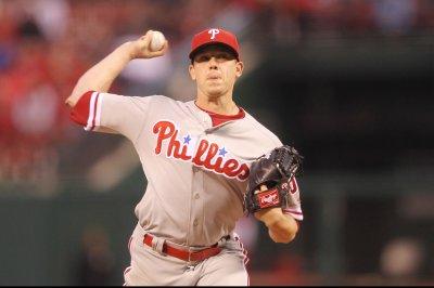 Philadelphia Phillies' Jeremy Hellickson, New York Mets' Neil Walker accept qualifying offers