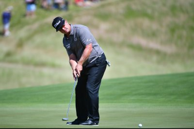 PGA: Charley Hoffman leads by 1 in Canada after 65