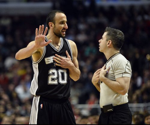 San Antonio Spurs guard Manu Ginobili signs two-year deal