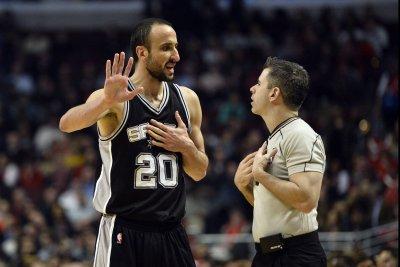 San Antonio Spurs guard Manu Ginobili signs two-year deal