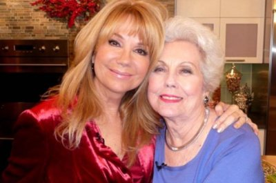 Kathie Lee Gifford mourns mom Joan Epstein's death