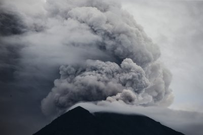 Mount Agung: Bali airport reopens as skies clear