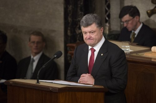 Ukraine's Poroshenko signs anti-graft legislation