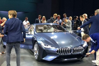 BMW unveils its Series 8 concept car