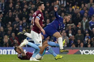 Chelsea's Eden Hazard dribbles through West Ham defense for score