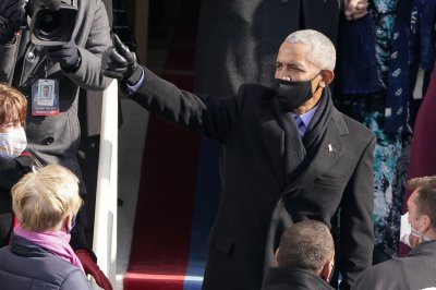Obama scales back 60th birthday celebration due to COVID-19 surge