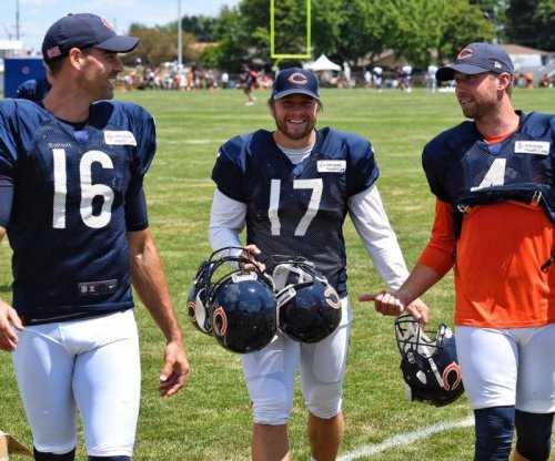 Chicago Bears waive kicker Phillips, sign wide receiver Howard