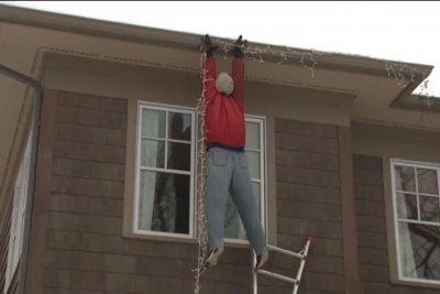 'Christmas Vacation' dangling dummy decoration prompts 911 calls