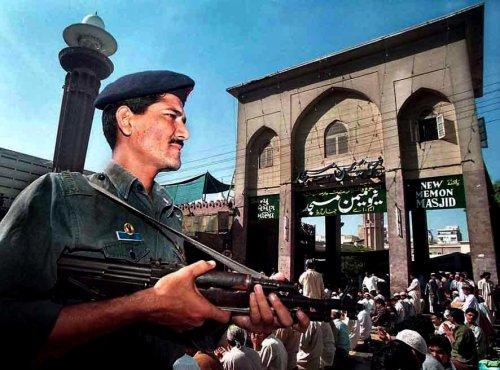 Karachi at standstill after violence