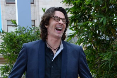 Rick Springfield in injury case retrial; concertgoer says he bumped her during show