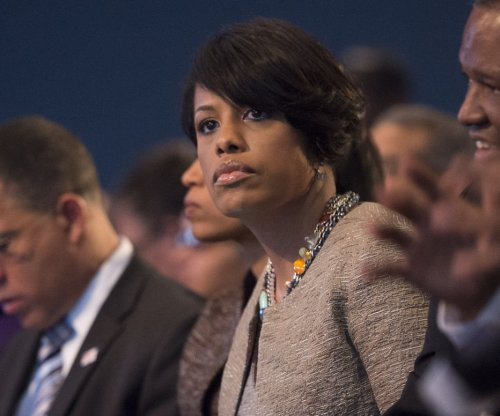 Baltimore mayor apologizes for 'thugs' comment