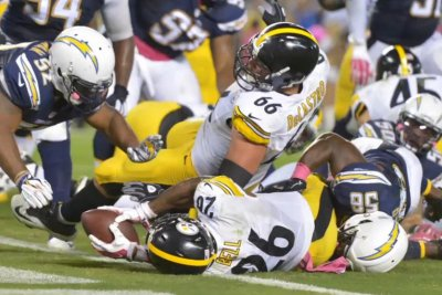 Le'Veon Bell's last-second run lifts Pittsburgh Steelers past San Diego Chargers
