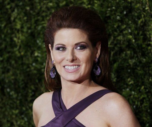 Debra Messing offends with selfie after UCLA shooting