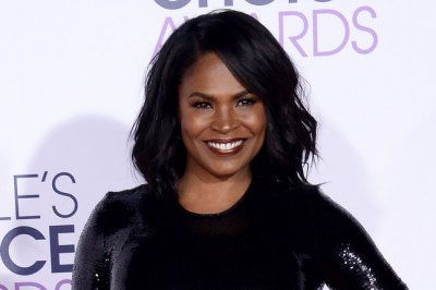 Nia Long joins Idina Menzel in Lifetime's 'Beaches' remake