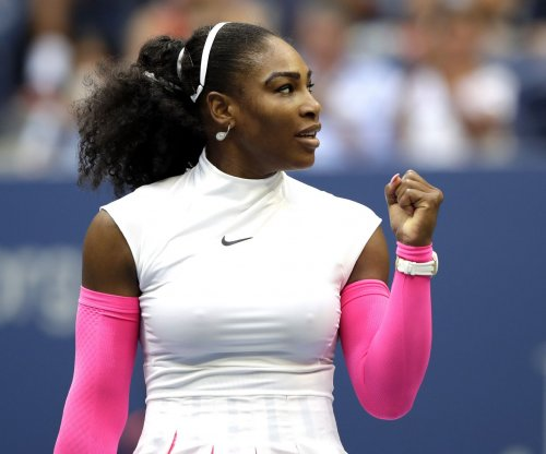 Serena Williams advances, Venus Williams falls