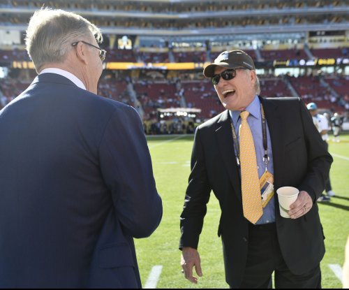 "Pittsburgh Steelers legend Terry Bradshaw trashes Mike Tomlin, calls him ""cheerleader"""