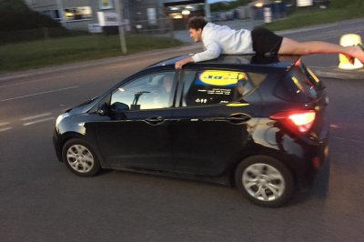 Witness snaps photos of car-surfing daredevil