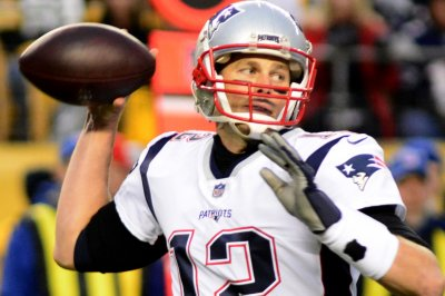 NFL Notebook: Brady confirms he will play next year