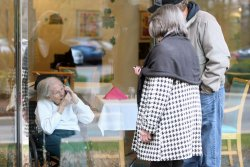 Study: Texting, emailing have helped mood in older adults during pandemic