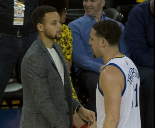 Stephen Curry, Klay Thompson lead Golden State Warriors over New York Knicks