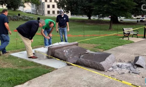 Man rams car into Ten Commandments statue in Arkansas