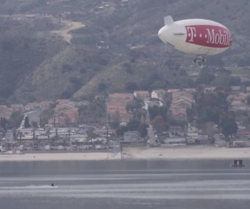 Blimp tows water skier into Guinness Book of World Records