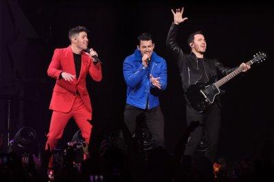 Jonas Brothers, Seth Meyers go Day Drinking on 'Late Night'