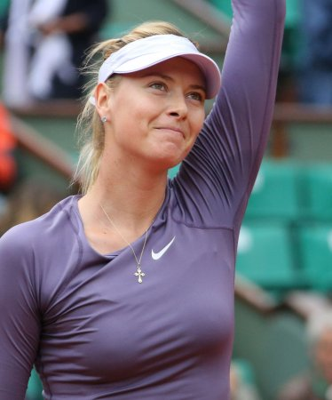 Sharapova, Azarenka advance to French Open fourth round