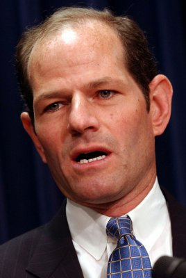 Spitzer hooker sued for ID theft