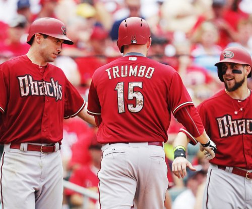 Mariners add Trumbo from Diamondbacks in 6-player deal