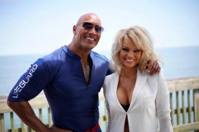 Pamela Anderson joins cast of 'Baywatch' reboot