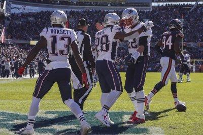 Patriots, minus Gronkowski, outlast Bears