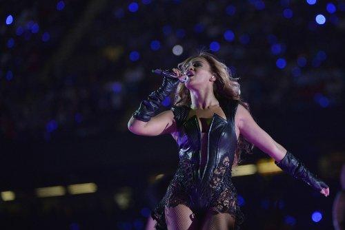Pop star Beyonce announces 2013 world tour
