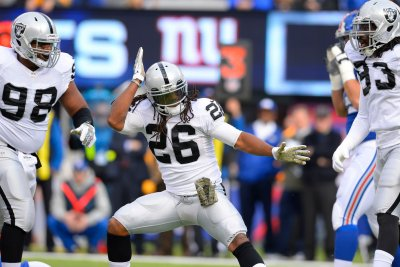 Oakland Raiders release Nick Roach, Usama Young
