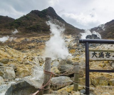 Volcanic eruption alerts authorities in Japan