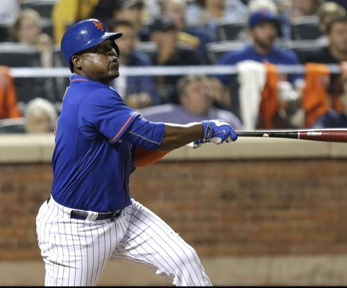 Cleveland Indians, Juan Uribe agree to contract