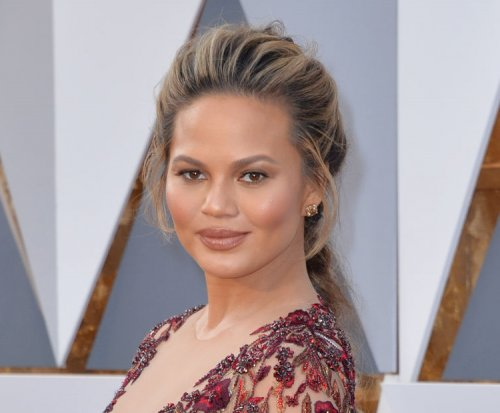 Chrissy Teigen supports Kim Kardashian after armed robbery
