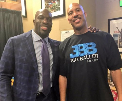 Lonzo Ball, LaVar Ball guests for Monday Night Raw at Staples Center
