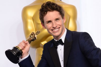 Eddie Redmayne confirmed to play Newt Scamander in 'Fantastic Beasts' film