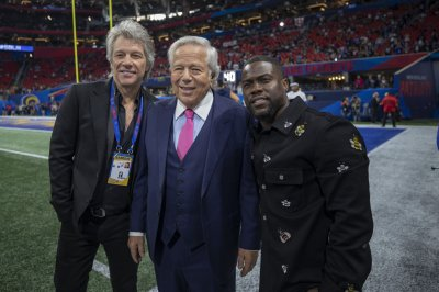 Jon Bon Jovi, Kevin Hart, Ellie Kemper enjoy Super Bowl LIII live