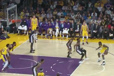 Lance Stephenson drops Jeff Green with dribble, makes Lakers bench erupt