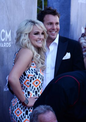 Jamie Lynn Spears shows off wedding ring at the ACM Awards